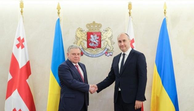 Verteidigungsminister der Ukraine und Georgiens einigen sich auf Zusammenarbeit der Verteidigungsministerien
