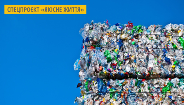 В Африці з пластикових відходів виготовляють цеглу