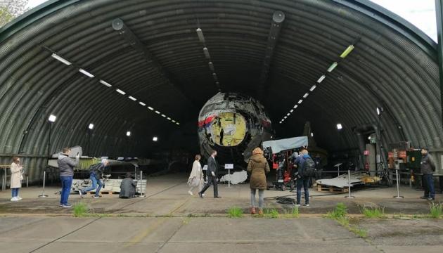 【MH17裁判】裁判官ら、再建された撃墜マレーシア機を視察