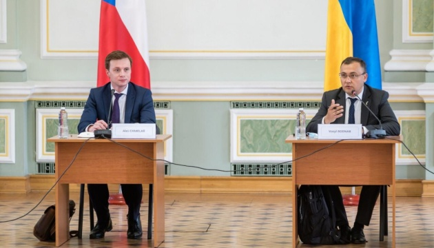 Foreign Ministries of Ukraine and Czech Republic open forum of experts