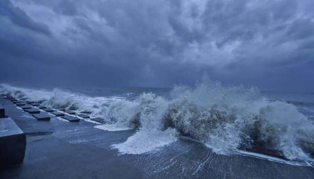 Індію накрив іще один смертоносний циклон - хвилі завбільшки з автобус