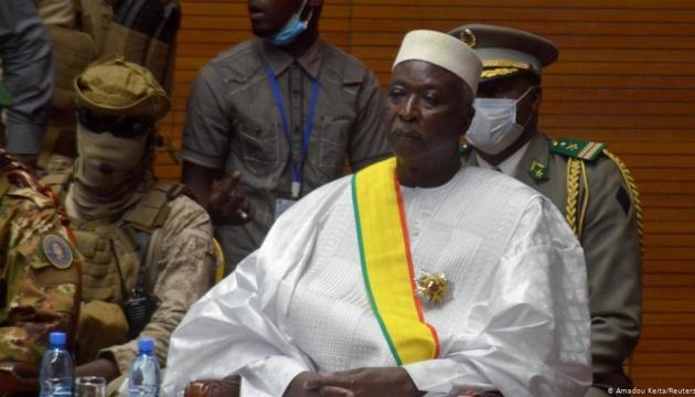 Президент Мали ушел в отставку на фоне военного переворота