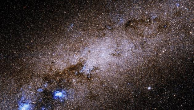 В 6,5 миллиона световых лет от Земли - Hubble показал карликовую спиральную галактику