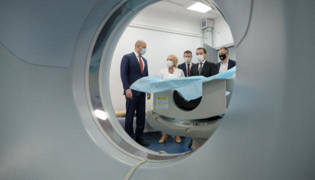 Шмыгаль посетил больницу «скорой» в Днипре, принимающую COVID-больных