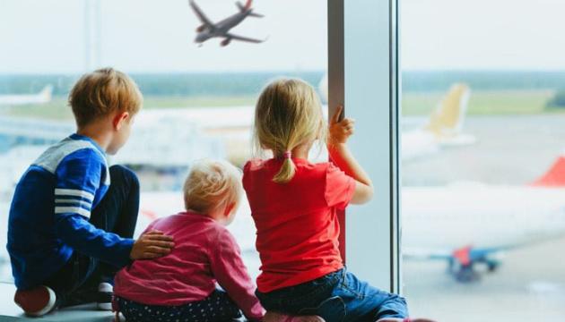 Подорожуємо за кордон з дітьми: що варто знати