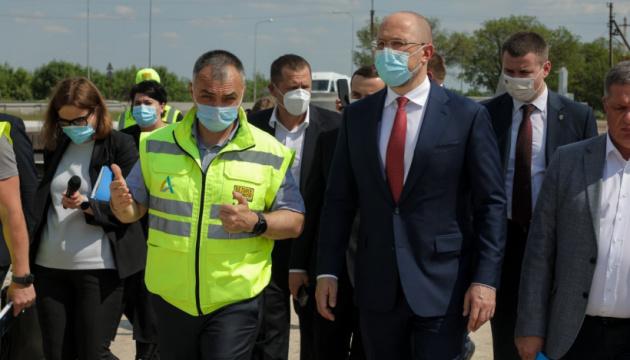 Шмыгаль осмотрел строительство объездной дороги Днипра
