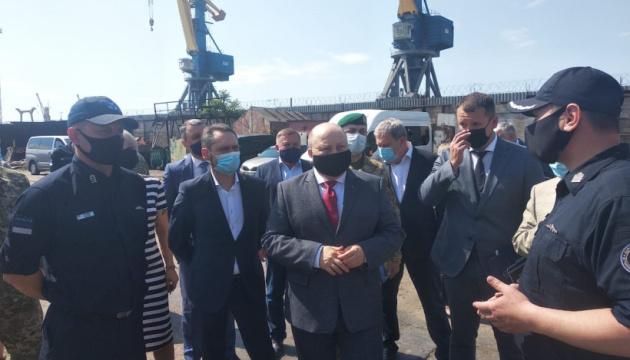 Немчинов в Мариуполе обсудил проблемы Азовского судоремонтного завода