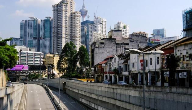 Малайзия из-за всплеска COVID-19 вводит полный локдаун