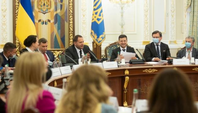 Як допомогти українському кіно: Зеленський провів нараду в ОП