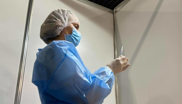 "Impftermine per App ""Dija"": Kyjiw nimmt Impfzentrum in International Exhibition Centre in Betrieb"