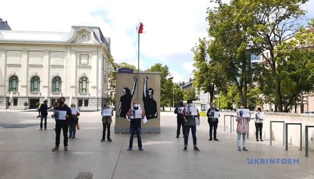 В Риге состоялся пикет-флэшмоб солидарности с Беларусью