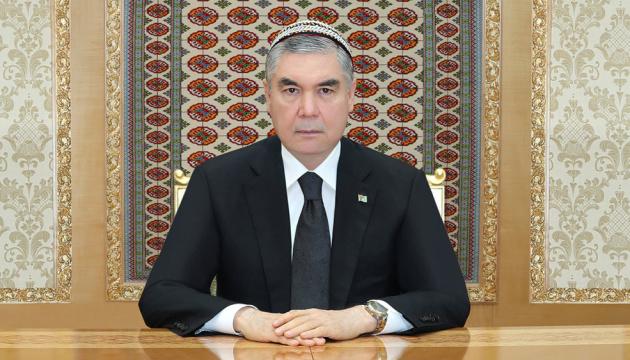 У Туркменистані чиновників зобов'язали поголити голови через смерть батька президента
