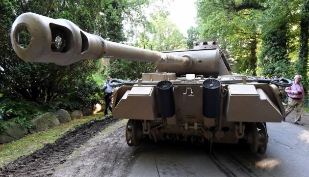 В Германии начался суд над мужчиной, который хранил дома танк
