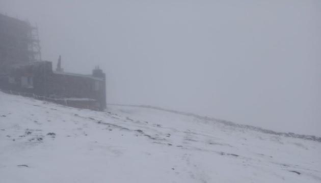 В Карпатах - снег и ограниченная видимость