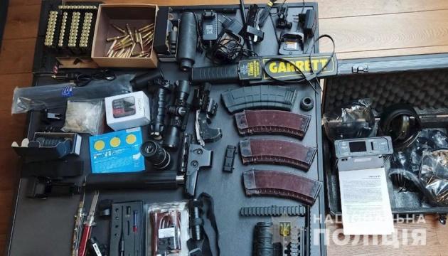 Десятки обшуків і 60 екіпажів поліції: на Закарпатті «взяли» розбійну банду