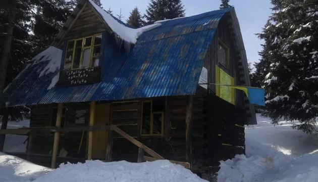 У Карпатах під горою Грофа відремонтують туристичний притулок