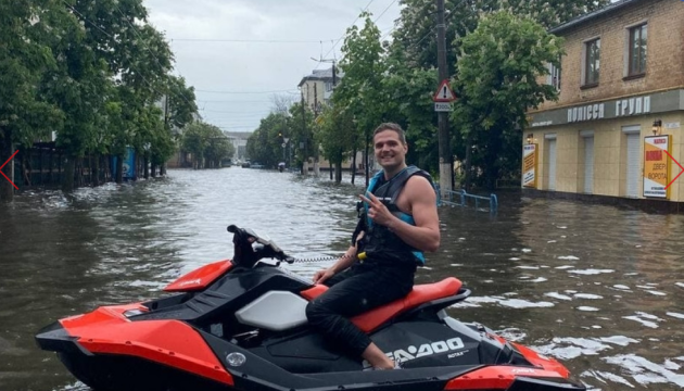 Водні мотоцикли посеред міста: у Житомирі випала аномальна кількість опадів