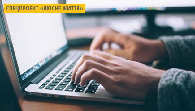 У школах Запоріжжя впроваджують електронні журнали та щоденники