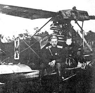 Крутень біля збитого ворожого літака, 6 червня 1917 р.