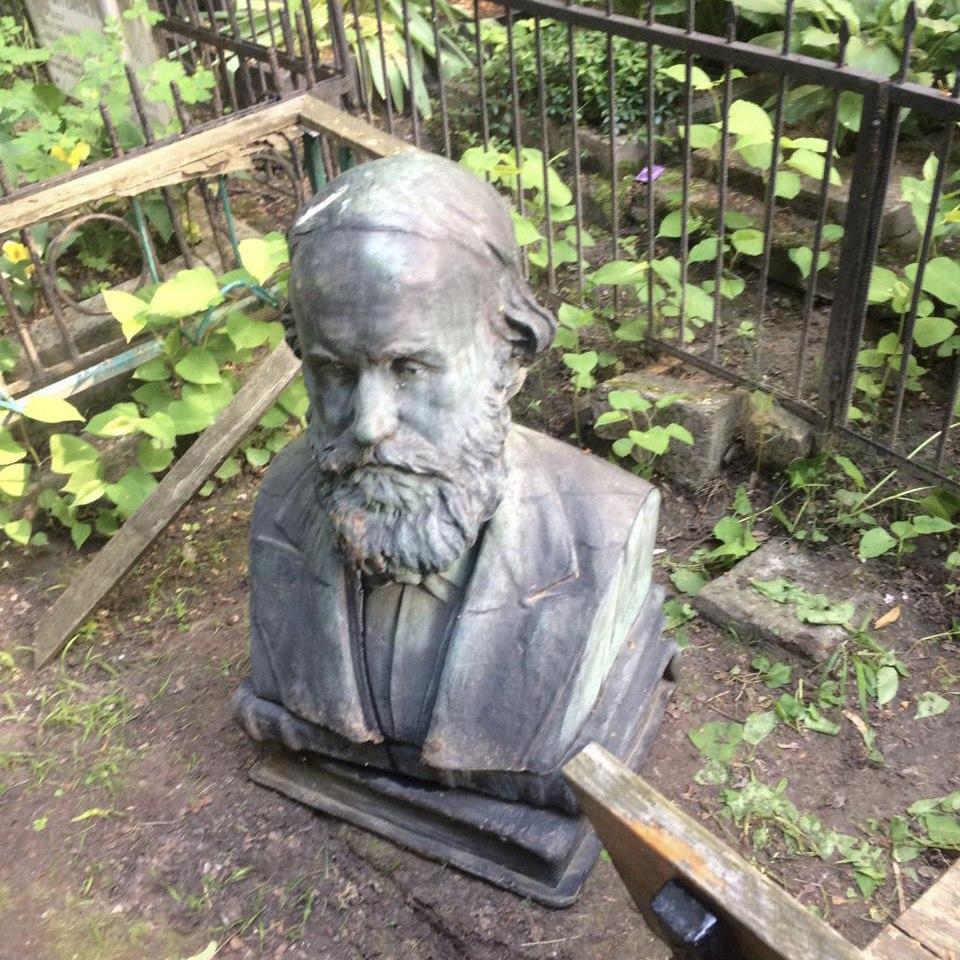 бюст з могили Кістяківського, фото Київської міської прокуратури