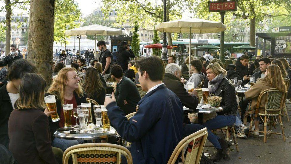У Франції дозволили роботу ресторанів