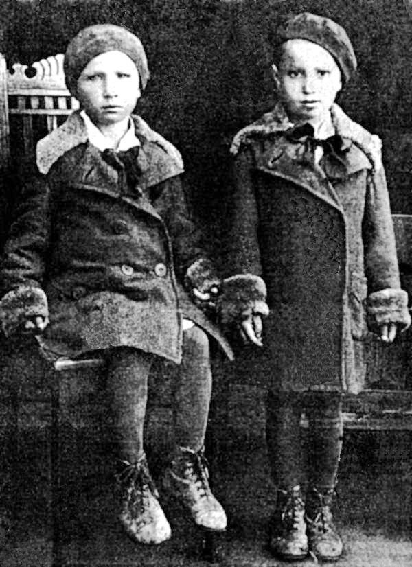 Женя та Люся Мірошниченки, 1941 р.