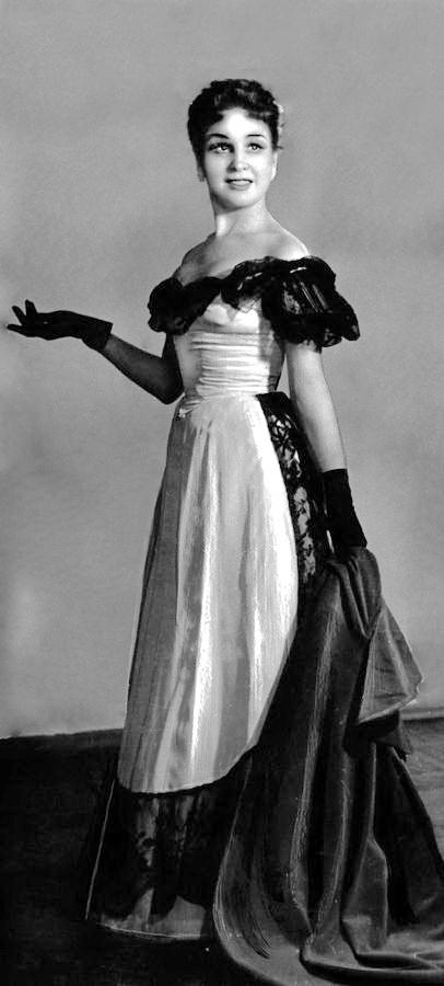 """у ролі Віолетти в опері """"Травіата"""", 1957 р."""