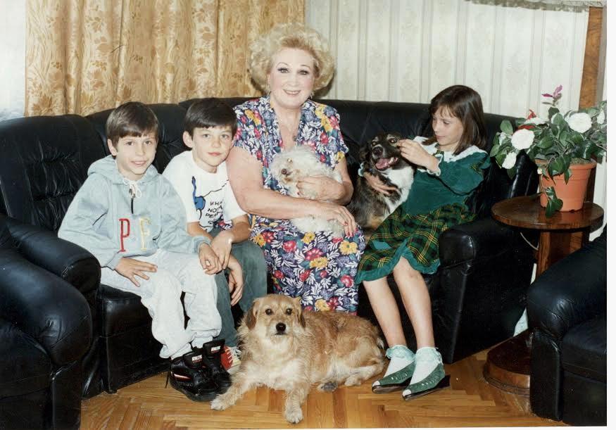 Євгенія Мірошниченко з онуками