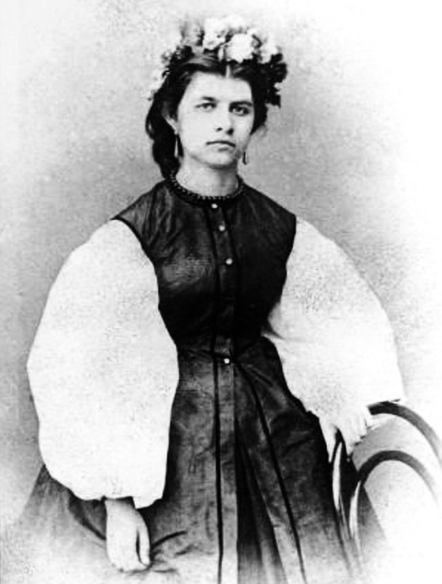 сестра Ольга, юна Олена Пчілка