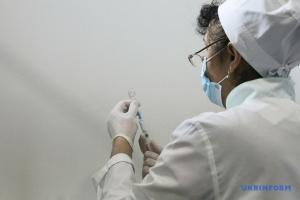 Вакцинація в Україні: зафіксували менш як 1% серйозних побічних явищ