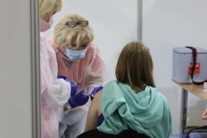 За вихідні у центрах масової вакцинації зробили понад 31 тисячу COVID-щеплень