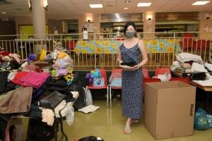 У Торонто організація українських громад зібрала речі та подарунки для дітей в Україні