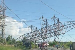 У Києві вантажівка збила високовольтну опору