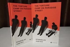 «Світлий Шлях. Історія одного концтабору»: книга Асєєва про полон вийшла англійською