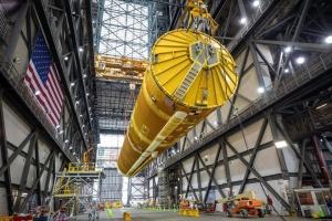 NASA показало гігантську ракету для польоту на Місяць