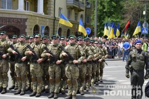 У Маріуполі на честь річниці звільнення від російських окупантів пройшов марш захисників
