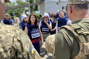 Председатель ОБСЕ посетила КПВВ «Новотроицкое»