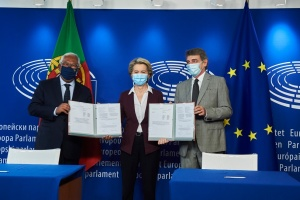В ЕС утвердили правила применения цифровых COVID-сертификатов