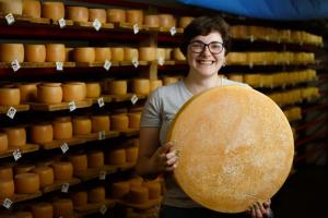 Нижнее Селище: громада с французским акцентом и запахом швейцарского сыра