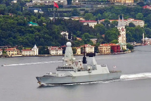 Британський есмінець і фрегат ВМС Нідерландів увійшли у Чорне море