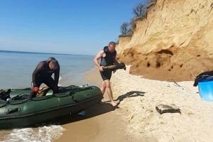 У Чорному морі поблизу курортного селища знайшли затонуле судно зі снарядами