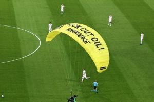 Німецькі політики засудили акцію «Грінпіс» на стадіоні в Мюнхені