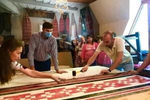 В Чернигове изготовили 200-метровый рушник в древней технике набивки
