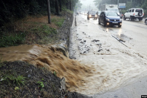 У затопленій дощами Ялті вимикають світло, газ і воду