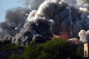 У центрі Москви - пожежа та вибухи на складі піротехніки