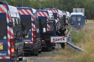 У Франції поліція сім годин розганяла заборонену вечірку