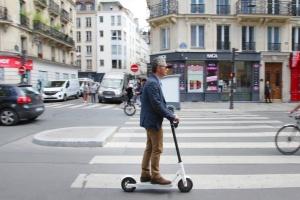 У Парижі після наїзду електросамоката загинула жінка