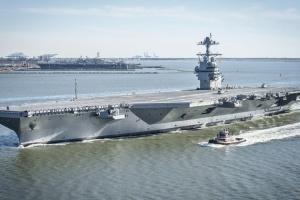 Американські ВМС вибухами перевірили надійність новітнього авіаносця