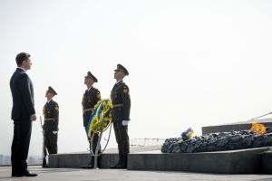 Зеленський поклав квіти до могили Невідомого солдата у Києві
