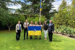 Посольство України в Іспанії долучилося до міжнародної естафети Ювілейного прапора СУМ